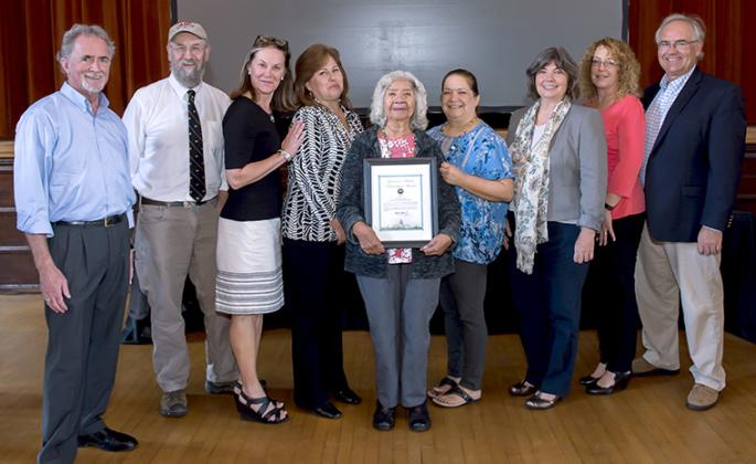 group receives award
